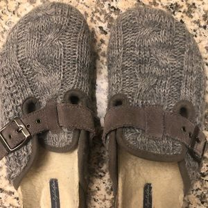 American Eagle Size 8 Gray Slippers